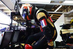 Ромен Грожан, Lotus F1 E23 с французским триколором в память о жертвах террактов в Париже