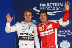 Gnador de la pole Nico Rosberg, Mercedes AMG F1 W06 y el tercer lugar Sebastian Vettel, Ferrari SF1