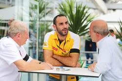 Cyril Abiteboul, Renault Sport F1, Geschäftsführer, mit Dr. Helmut Marko, Red Bull Motorsport
