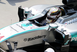 El segundo lugar de la clasificación Lewis Hamilton, Mercedes AMG F1 W06 en parc ferme