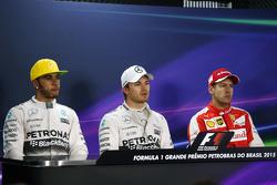 Lewis Hamilton, Mercedes AMG F1con su compañero de equipo Nico Rosberg, Mercedes AMG F1 y Sebastian