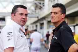 Eric Boullier, Director de carreras de McLaren con Federico Gastaldi, Lotus F1 Team equipo de subdir