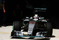Lewis Hamilton, Mercedes AMG F1 W06 lascia la pitlane