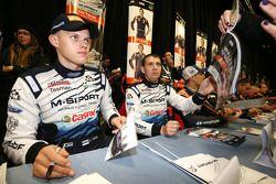 Ott Tanak y Molder Raigo, M-Sport sign autographs for the fans
