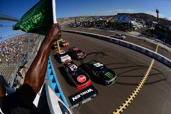 Start: Kyle Busch, Joe Gibbs Racing Toyota al comando