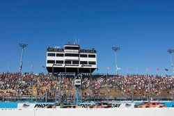 Start: Kyle Busch, Joe Gibbs Racing Toyota leads