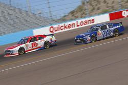 Ryan Reed, Roush Fenway Racing Ford y Eric McClure, JGL Racing Toyota