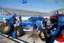 Elliott Sadler, Roush Fenway Racing Ford and Erik Jones, Joe Gibbs Racing Toyota