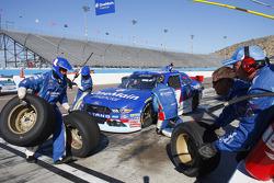 Elliott Sadler, Roush Fenway Racing Ford y Erik Jones, Joe Gibbs Racing Toyota