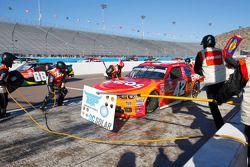Kyle Larson, Hscott Motorsports Chevrolet y Chris Buescher, Roush Fenway Racing Ford