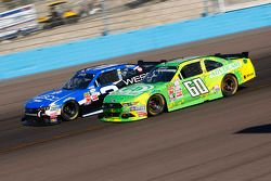 Chris BuesChaser, Roush Fenway Racing Ford e Ty Dillon, Richard Childress Racing Chevrolet