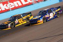 Chase Elliott, JR Motorsports Chevrolet and Brendan Gaughan, Richard Childress Racing Chevrolet
