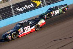 J.J. Yeley, JGL Racing Toyota y Kyle Busch, Joe Gibbs Racing Toyota