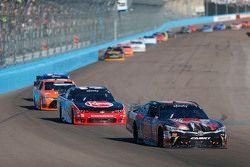 Erik Jones, Joe Gibbs Racing Toyota e Austin Dillon, Richard Childress Racing Chevrolet