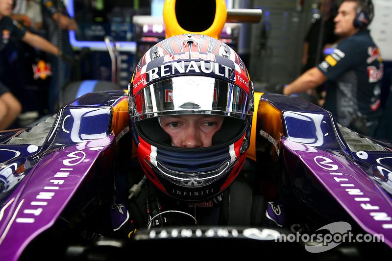 2015 год. В боксах Red Bull на субботней тренировке