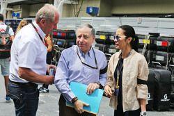 Dr Helmut Marko, Consultant Red Bull Motorsport avec Jean Todt, Président de la FIA President et sa femme Michelle Yeoh