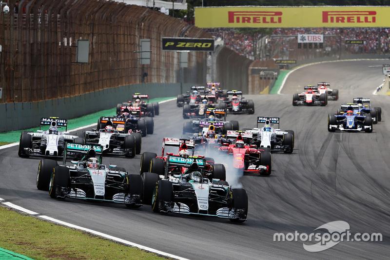 Гран При Бразилии, 15 ноября. Борьба Нико Росберга и Льюиса Хэмилтона на старте