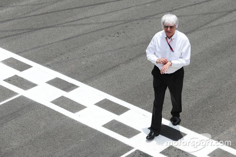 Bernie Ecclestone in der Startaufstellung
