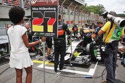 Nico Hulkenberg, Sahara Force India F1 VJM08 sulla griglia