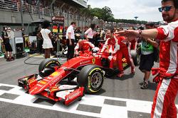 Sebastian Vettel, Ferrari SF15-T sulla griglia