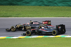 Romain Grosjean, Lotus F1 E23 and Jenson Button, McLaren MP4-30 battle for position
