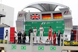 Подиум: победитель гонки - Нико Росберг, Mercedes AMG F1 W06, второе место - Льюис Хэмилтон, Mercedes AMG F1 W06 и третье место - Себастьян Феттель, Ferrari