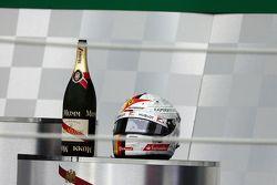 Le casque de Sebastian Vettel, Ferrari sur le podium