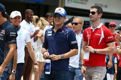 Marcus Ericsson, Sauber F1 Team avec Alexander Rossi, Manor Marussia F1 Team lors de la parade des pilotes