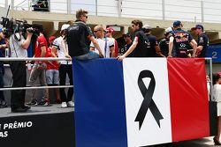 La parade des pilotes rend hommage aux victimes des attentats de Paris