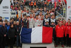 Takımlar Paris'te yaşanan terör saldırısından sonra bir dakikalık sessizlikte