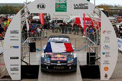 Volkswagen Motorsport Takımı, Paris'te yaşanan terör olayında hayatını kaybedenleri anıyor