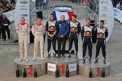 Podyum: Kazanan Sébastien Ogier ve Julien Ingrassia, Volkswagen Motorsport, ikinci Kris Meeke ve Pau