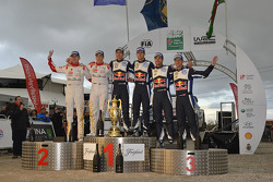 Podium: Sébastien Ogier et Julien Ingrassia, Volkswagen Motorsport (vainqueurs), Kris Meeke et Paul Nagle, Citroën World Rally Team (2e), Andreas Mikkelsen et Ola Floene, Volkswagen Motorsport (3e)