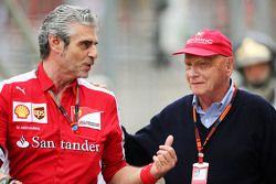 Maurizio Arrivabene, Team Principal Ferrari avec Niki Lauda, Président Non-Exécutif de Mercedes