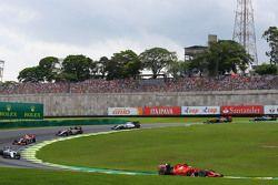 Kimi Raikkonen, Ferrari SF15-T at the start of the race