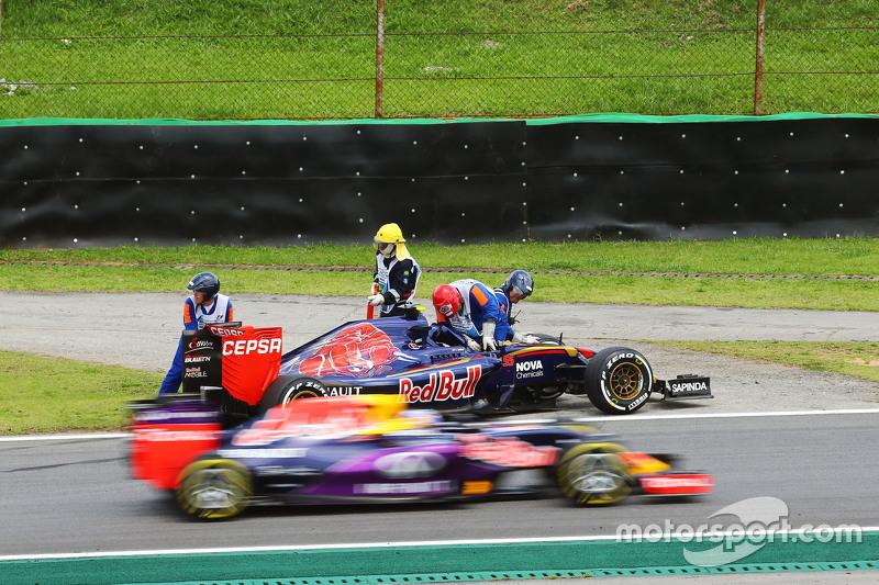 Carlos Sainz Jr., Scuderia Toro Rosso STR10 se retira de la carrera en la primera vuelta