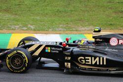 Pastor Maldonado, Lotus F1 E23 con #PrayForParis hashtag en su auto