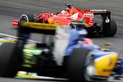 Sebastian Vettel, Ferrari SF15-T devant Felipe Nasr, Sauber C34