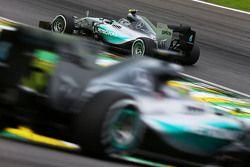 Nico Rosberg, Mercedes AMG F1 W06 devant son équipier Lewis Hamilton, Mercedes AMG F1 W06