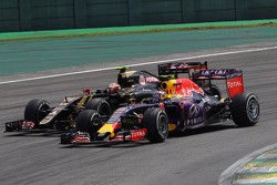 Daniil Kvyat, Red Bull Racing RB11 and Pastor Maldonado, Lotus F1 E23 battle for position