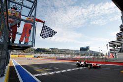 Race 1 winnaar Luca Ghiotto, Trident