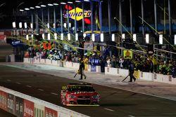 Kurt Busch, Stewart-Haas Racing Chevrolet krijgt een penalty voor een valse start