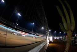 Landon Cassill, Hillman Circle Sport LLC Chevrolet en Ricky Stenhouse Jr., Roush Fenway Racing Ford
