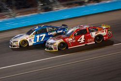 Kevin Harvick, Stewart-Haas Racing Chevrolet y Ricky Stenhouse Jr., Roush Fenway Racing Ford