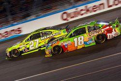 Kyle Busch, Joe Gibbs Racing Toyota et Paul Menard, Richard Childress Racing Chevrolet