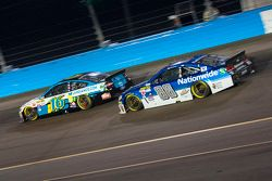 Dale Earnhardt Jr., Hendrick Motorsports Chevrolet and Greg Biffle, Roush Fenway Racing Ford