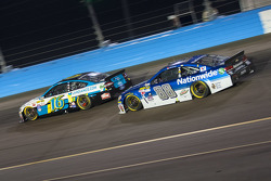 Dale Earnhardt Jr., Hendrick Motorsports Chevrolet et Greg Biffle, Roush Fenway Racing Ford
