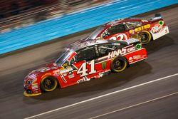 Kurt Busch, Stewart-Haas Racing Chevrolet en Jeb Burton, BK Racing Toyota