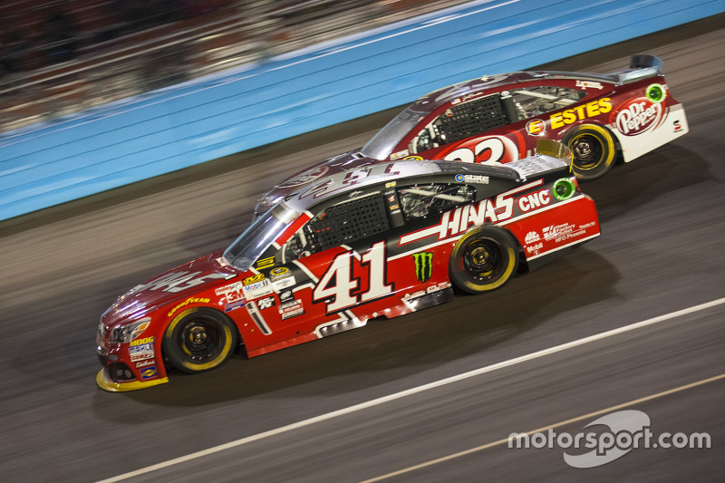 Kurt Busch, Stewart-Haas Racing Chevrolet and Jeb Burton, BK Racing Toyota