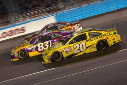 Erik Jones, Joe Gibbs Racing Toyota y Matt Dibenedetto, BK Racing Toyota